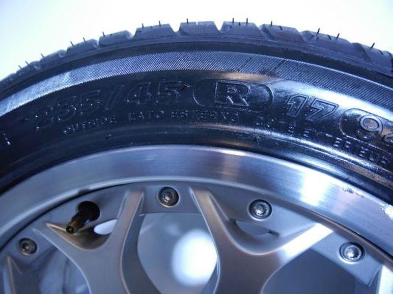 Komplettrad:235/45 14 94Y Auf Aluminiumfelge 8JX17 ET20 LK5-120X72,6